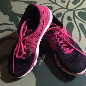 Women's running shoes size 7
